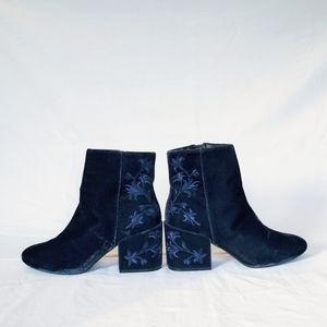 Kenneth Cole Velvet Renna Ankle Boots Floral Blue